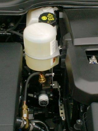 zbiornik na płyn lubryfikujący pod maską Volvo V50